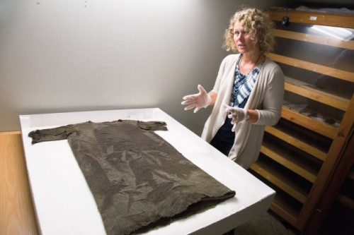reconstructed-early-medeval-tunic-650x433